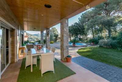 Wonderful house with garden and swimming pool only 20 minutes from Barcelona